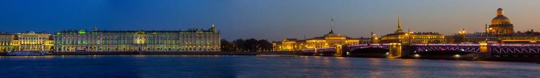 Panorama de soirée de St Petersburg, l'ermitage, Russie Images stock