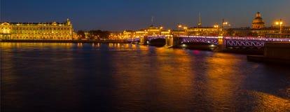 Panorama de soirée de St Petersburg, l'ermitage, Russie Photo stock