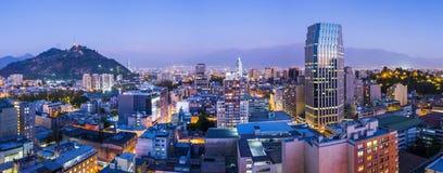 Panorama de soirée de Santiago de Chile Photo libre de droits
