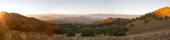 Panorama de sommet de lever de soleil photos libres de droits