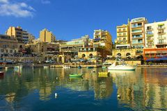 Panorama de St Julians em Malta fotografia de stock royalty free