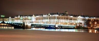 Panorama de St Petersburg dans la nuit Photographie stock