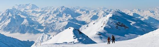 Panorama de station de sports d'hiver Photos stock