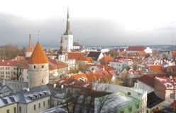 Panorama de Tallinn velho A vista da parte superior Tallinn Estónia Imagens de Stock