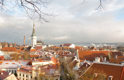 Panorama de Tallinn velho A vista da parte superior Tallinn Estónia Fotos de Stock