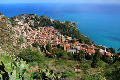Panorama de Taormina (Sicilia) Imagen de archivo libre de regalías