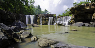 Panorama de Tat Ton Waterfall en Chaiyaphum en Tailandia. Foto de archivo