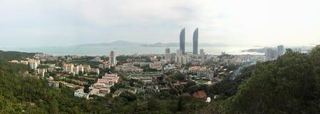 Panorama de temple de Tours jumelles, de campus universitaire de Xiamen et de Nanputuo dans la ville de Xiamen, Chine du sud-est Photographie stock