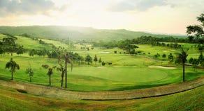 Panorama de terrain de golf Image libre de droits