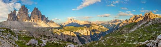 Panorama de Tre Cime di Lavaredo famoso, cumes das dolomites, Itália, Europa fotos de stock royalty free