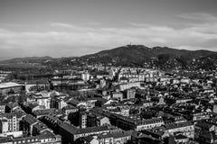 Panorama de Turín, con la colina de Superga en el fondo, Turín, I imagenes de archivo