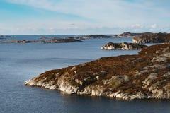 Panorama de um litoral da ilha em Noruega Fotos de Stock Royalty Free