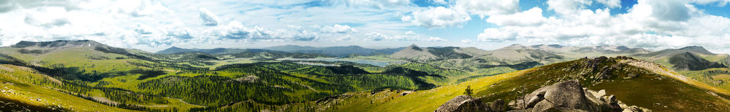 Panorama de um vale da montanha imagem de stock