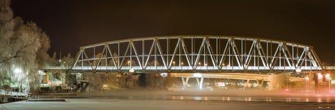 Panorama de un puente de oscilación en Savonlinna, Finlandia Fotografía de archivo