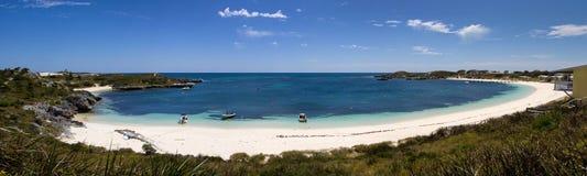 Panorama de una bahía y de una playa circulares foto de archivo