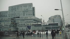 Panorama de una calle apretada en la metrópoli almacen de video