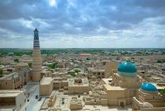 Panorama de una ciudad antigua de Khiva imágenes de archivo libres de regalías