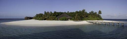 Panorama de una pequeña isla tropical, Maldives Imágenes de archivo libres de regalías
