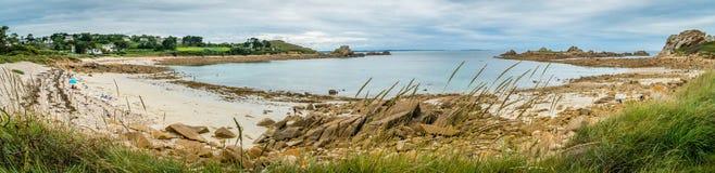 Panorama de una playa en Bretaña septentrional foto de archivo libre de regalías