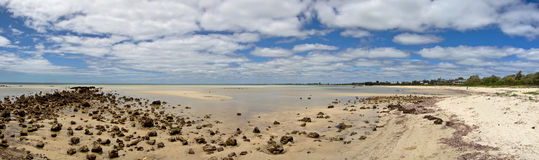 Panorama de una playa imponente foto de archivo