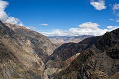 Panorama de vallée de Kali Gandaki, Népal Photos stock