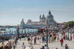 Panorama de Venise : canal, gondole, bateaux et vieilles maisons de brique à Venise, Italie, l'Europe photographie stock libre de droits