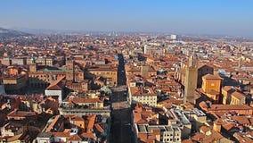 Panorama de vieux Bologna, Italie Vue aérienne panoramique de tour d'Asinelli à Bologna, Italie clips vidéos