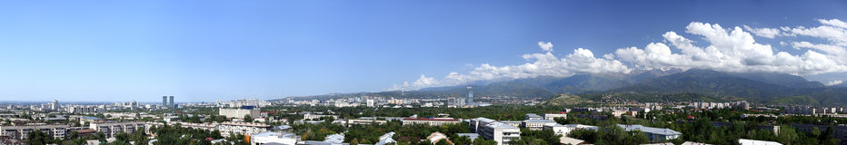 Panorama de ville d'Almaty - photo courante Image stock