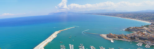 Panorama de ville de bord de la mer images stock