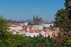 Panorama de ville de Prague avec St Vitus Cathedral Images libres de droits