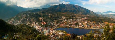 Panorama de ville de Sapa photographie stock libre de droits