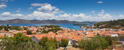Panorama de ville de Veli Iz, Croatie Photographie stock