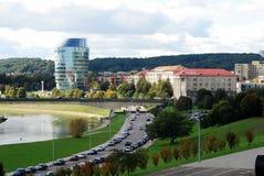Panorama de ville de Vilnius avec la rivière Neris le 24 septembre 2014 Images stock