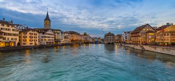 Panorama de ville Zurich de nuit Image stock