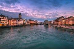 Panorama de ville Zurich de nuit Photographie stock