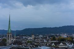 Panorama de ville de Zurich, Suisse au coucher du soleil de soirée images libres de droits