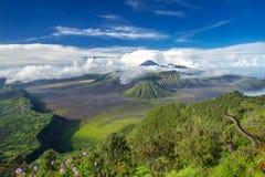 Panorama de volcans de bâti Bromo et de Batok Images libres de droits
