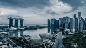 Panorama de vue aérienne de Singapour pendant le jour nuageux Images stock