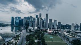 Panorama de vue aérienne de Singapour pendant le jour nuageux Photos libres de droits