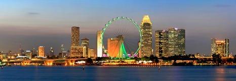 Panorama de vue de nuit de ville de Singapour Photos stock