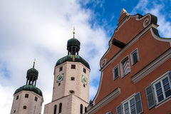 Panorama de Wemding com a igreja do St. Emmeram no fundo Foto de Stock
