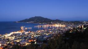 Panorama de Zakynthos sobre la ciudad de Zante del capital en el ingenio de la noche Fotos de archivo