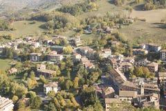 Panorama de Zavattarello Pavía Italia Foto de archivo libre de regalías