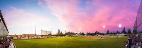 Panorama del béisbol con el acercamiento de la tormenta Fotografía de archivo