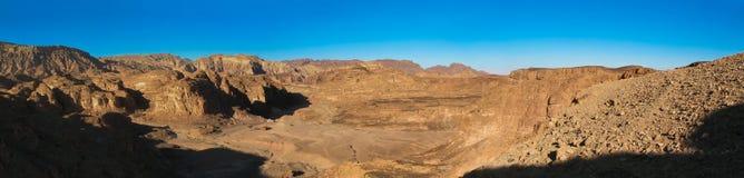 Barranco coloreado en la península del Sinaí, Egipto Foto de archivo libre de regalías