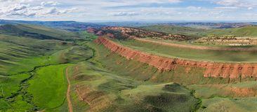 Panorama del barranco rojo en Wyoming central imagen de archivo