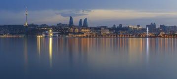 Panorama del boulevard della spiaggia in Baku Azerbaijan fotografia stock libera da diritti