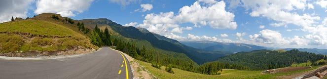 Panorama del camino de la montaña Foto de archivo libre de regalías