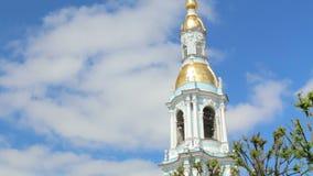 Panorama del campanario de la iglesia de Rusia St Petersburg almacen de video