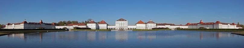 Panorama del castello di Nymphenburg a Monaco di Baviera Immagini Stock Libere da Diritti